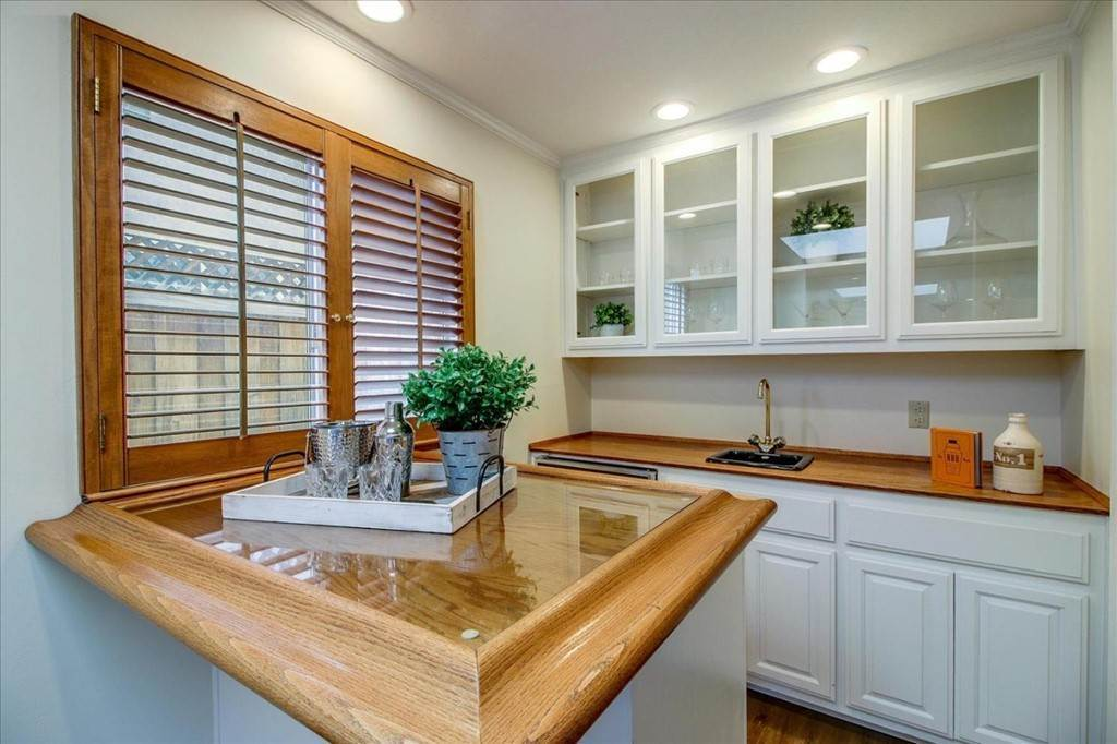 25. Residential for Sale at Glenkirk Drive San Jose, California 95124 United States