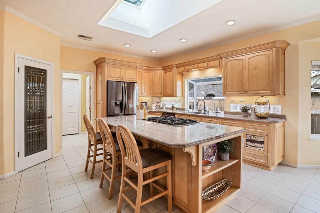 2. Residential for Sale at Wistaria Lane Los Altos, California 94024 United States