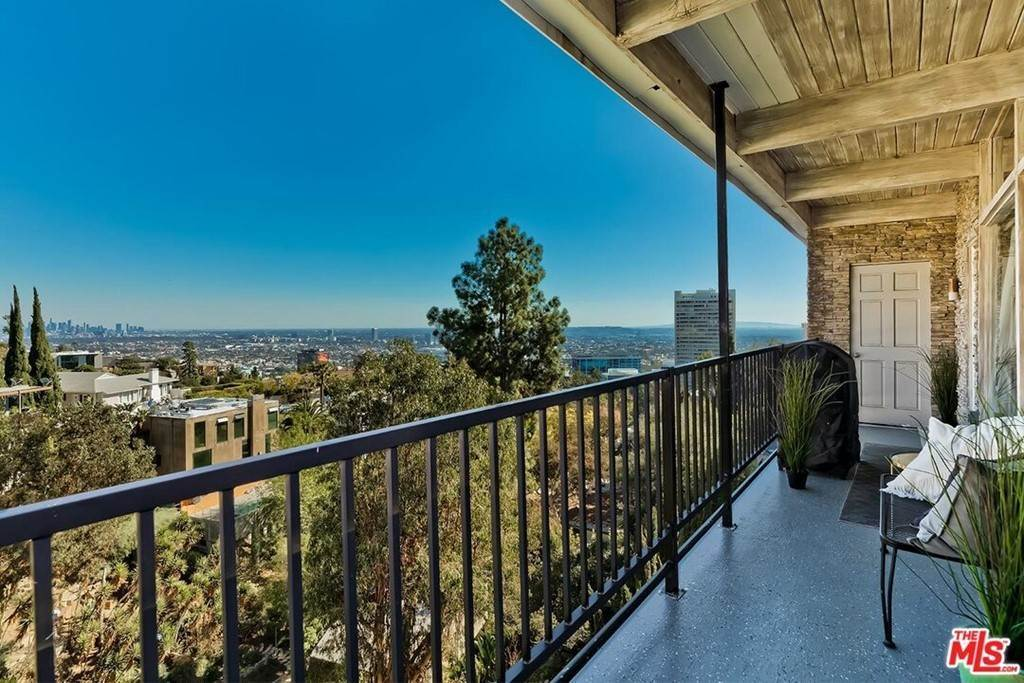 16. Residential Lease at Sierra Mar Drive Los Angeles, California 90069 United States