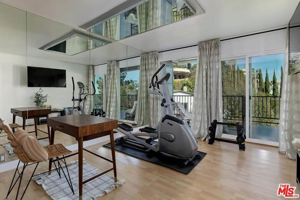 28. Residential Lease at Sierra Mar Drive Los Angeles, California 90069 United States