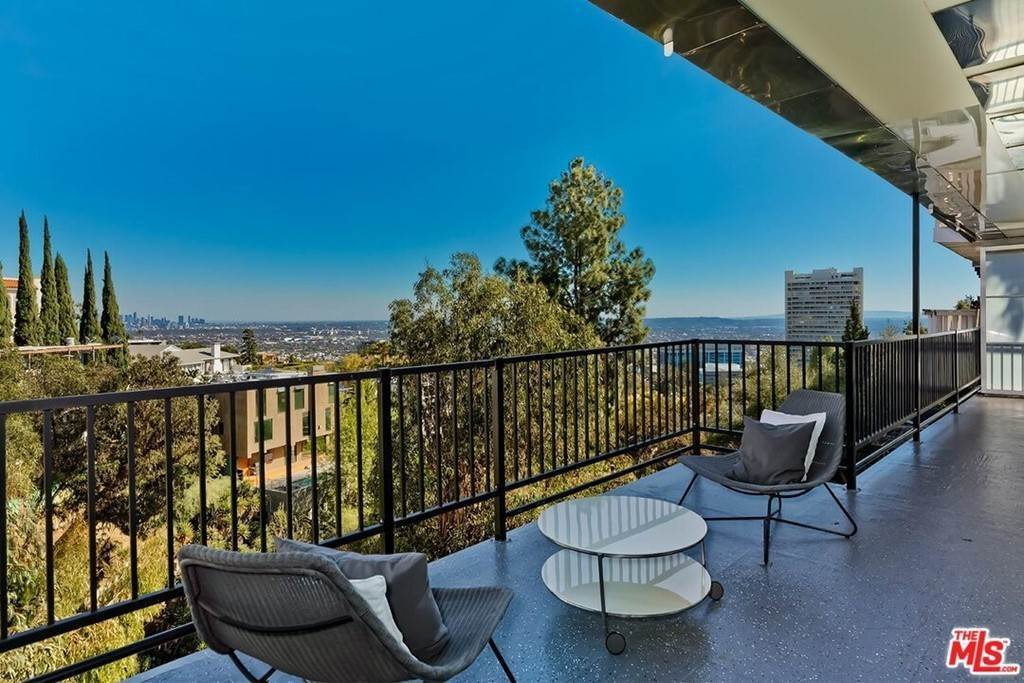 29. Residential Lease at Sierra Mar Drive Los Angeles, California 90069 United States