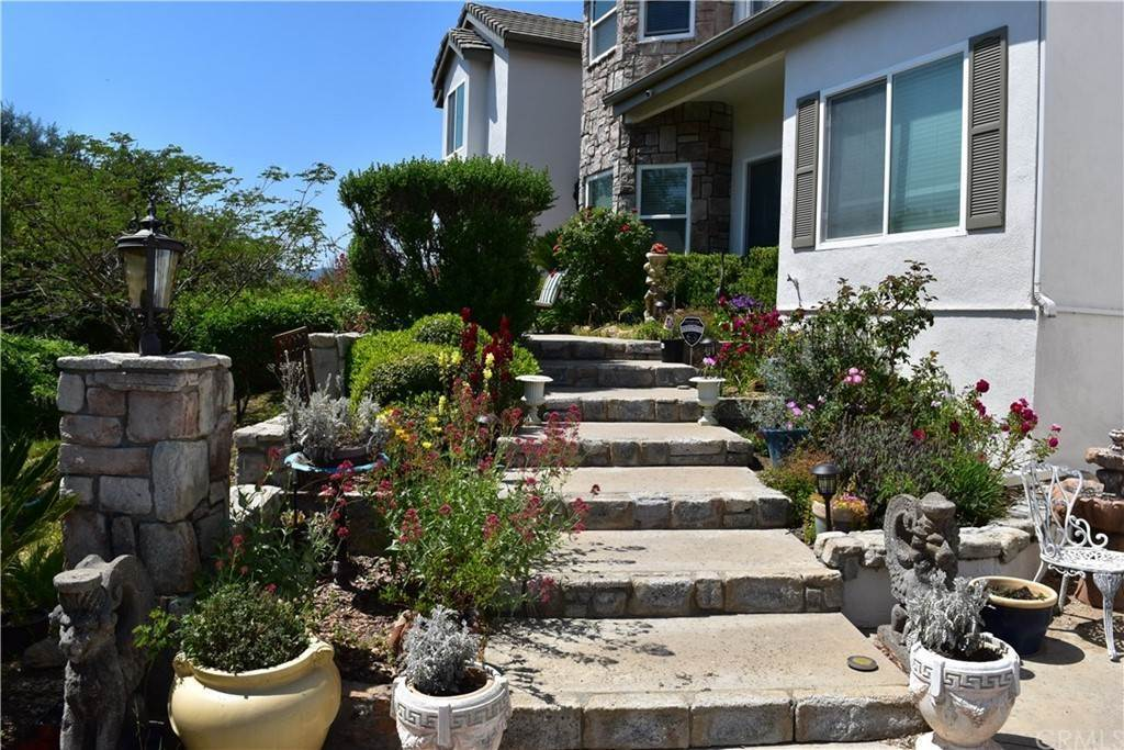 3. Residential for Sale at Avenida La Cresta Murrieta, California 92562 United States