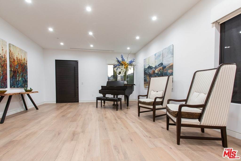10. Residential Lease for Sale at N CURSON Avenue Los Angeles, California 90046 United States