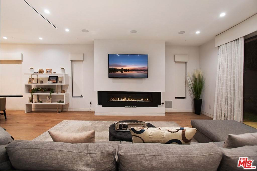 14. Residential Lease for Sale at N CURSON Avenue Los Angeles, California 90046 United States