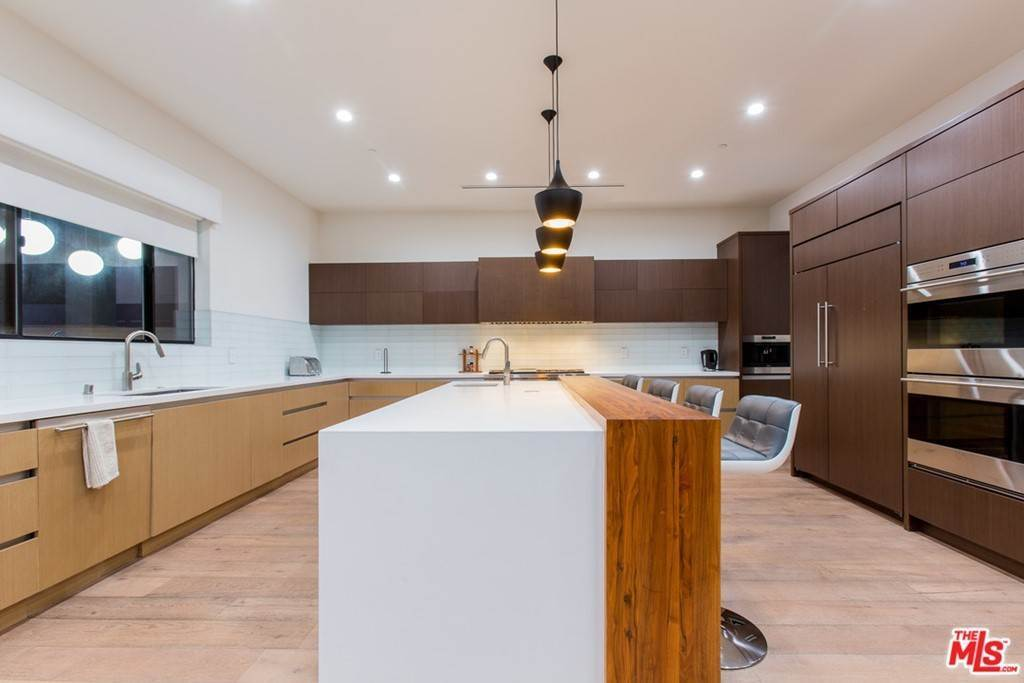 18. Residential Lease for Sale at N CURSON Avenue Los Angeles, California 90046 United States