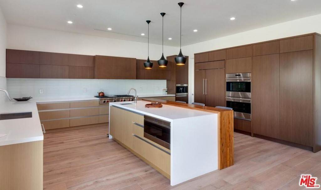 24. Residential Lease for Sale at N CURSON Avenue Los Angeles, California 90046 United States