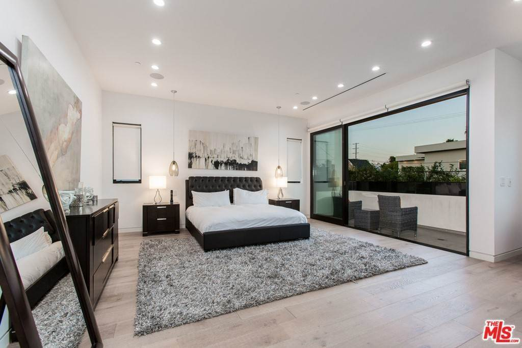 26. Residential Lease for Sale at N CURSON Avenue Los Angeles, California 90046 United States