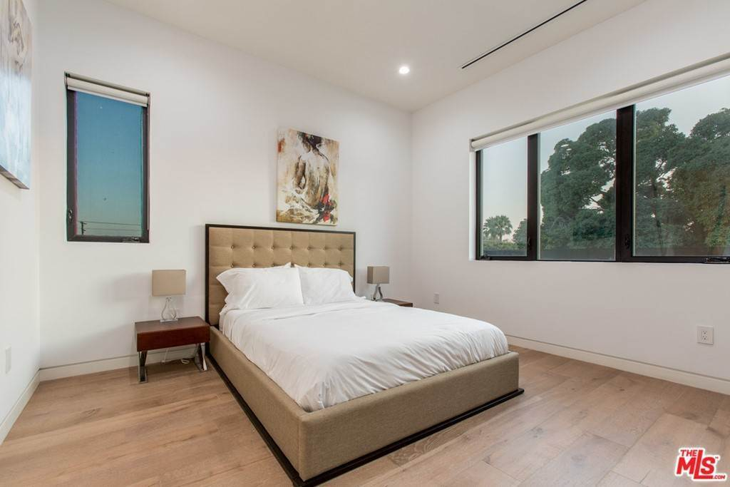 34. Residential Lease for Sale at N CURSON Avenue Los Angeles, California 90046 United States