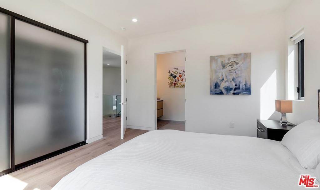 35. Residential Lease for Sale at N CURSON Avenue Los Angeles, California 90046 United States