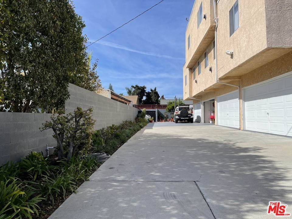 4. Residential Income for Sale at Larch Street Inglewood, California 90301 United States