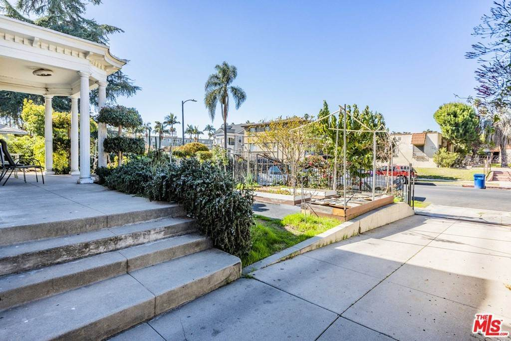 4. Residential Income for Sale at S Norton Avenue Los Angeles, California 90019 United States