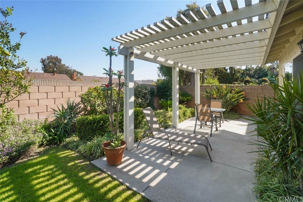 25. Residential for Sale at Snowden Avenue Lakewood, California 90713 United States