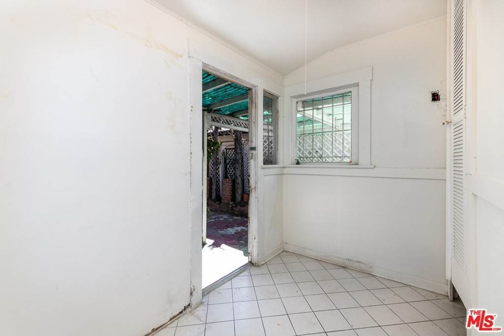 17. Residential for Sale at N Lucerne Boulevard Los Angeles, California 90004 United States