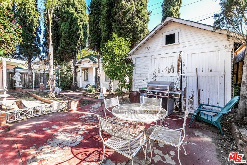 18. Residential for Sale at N Lucerne Boulevard Los Angeles, California 90004 United States
