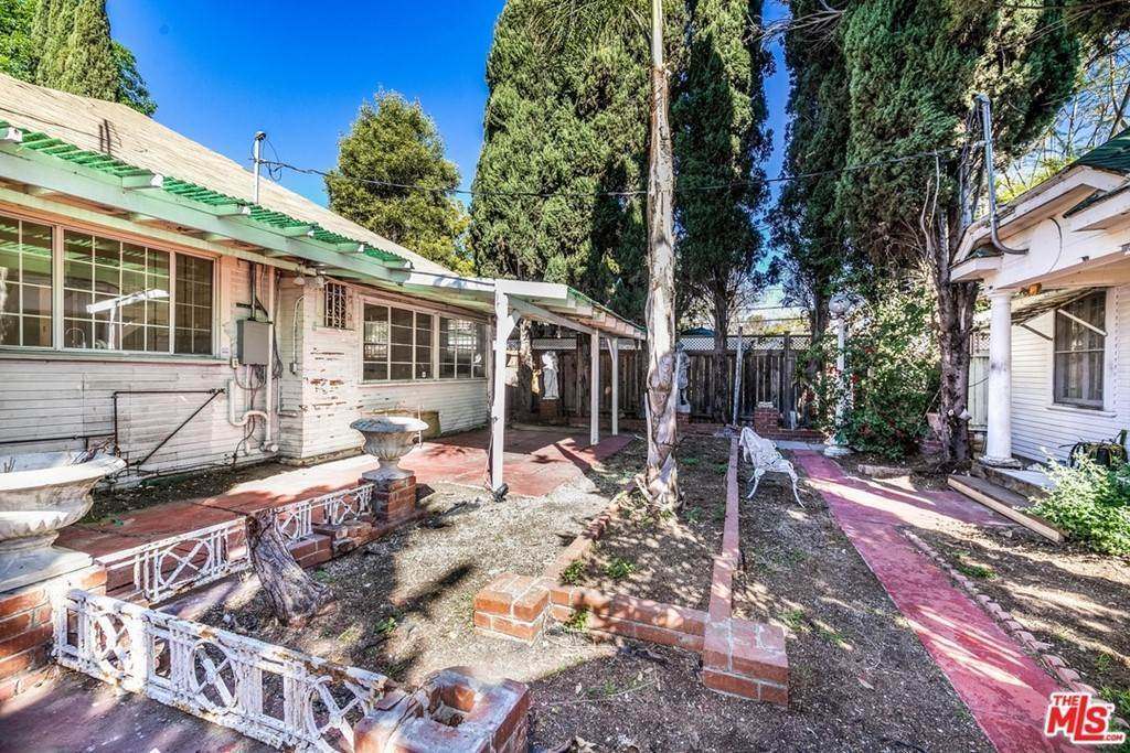 19. Residential for Sale at N Lucerne Boulevard Los Angeles, California 90004 United States