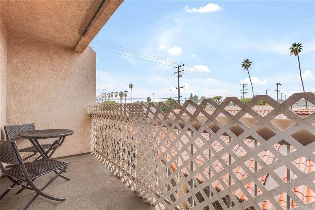 29. Residential for Sale at Belmont Long Beach, California 90804 United States