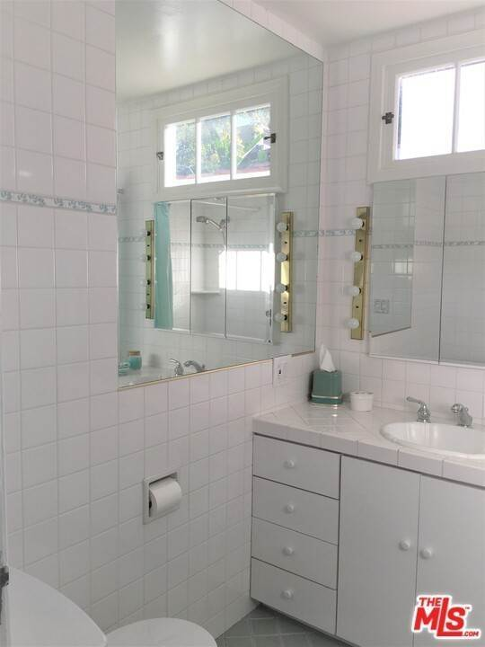 13. Residential for Sale at Dorrington Avenue West Hollywood, California 90048 United States