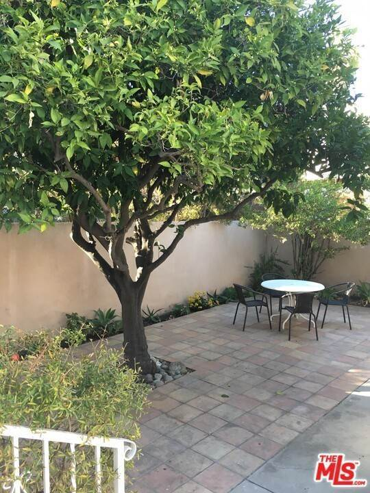 18. Residential for Sale at Dorrington Avenue West Hollywood, California 90048 United States