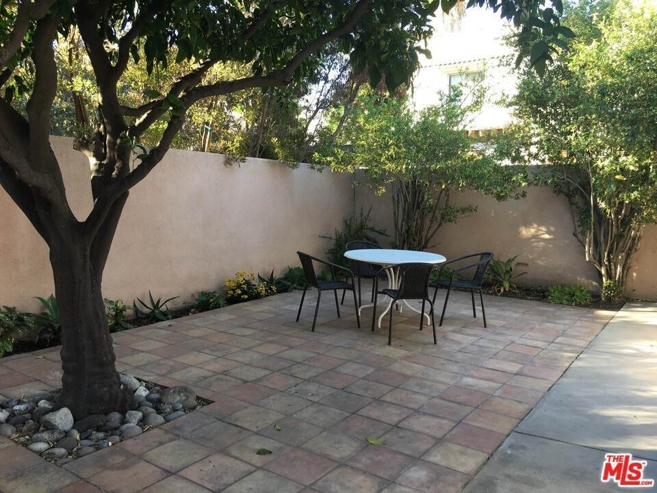 19. Residential for Sale at Dorrington Avenue West Hollywood, California 90048 United States