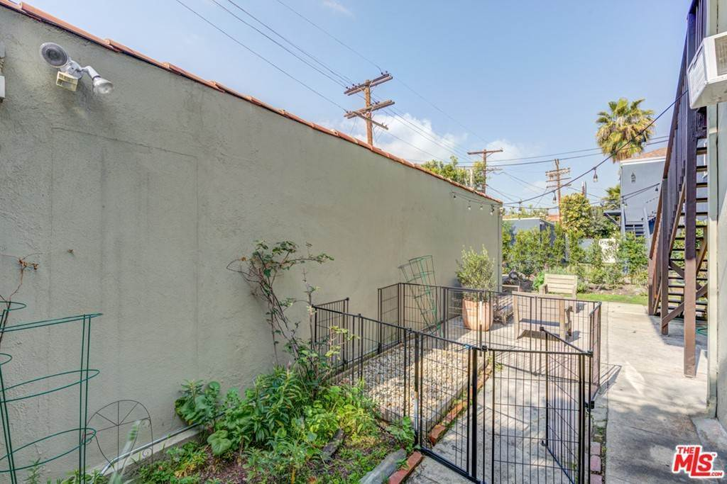 21. Residential Lease at N Harper Avenue Los Angeles, California 90048 United States