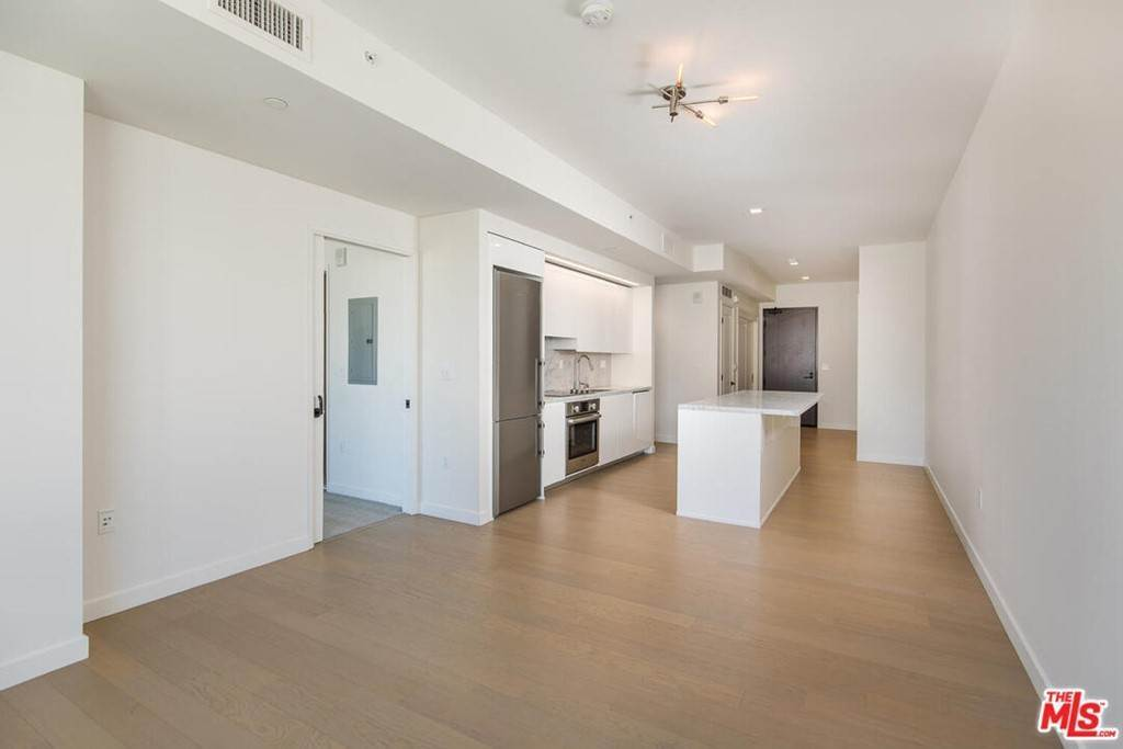 12. Residential Lease at S Grand Avenue Los Angeles, California 90015 United States
