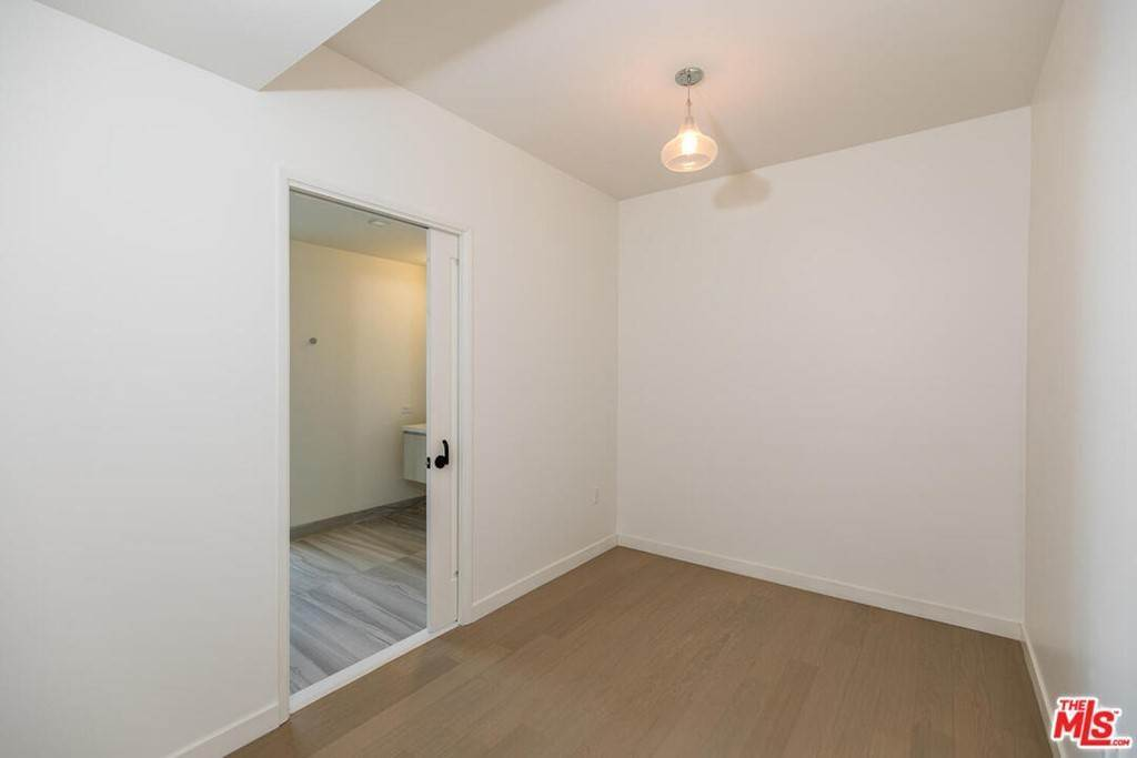 18. Residential Lease at S Grand Avenue Los Angeles, California 90015 United States