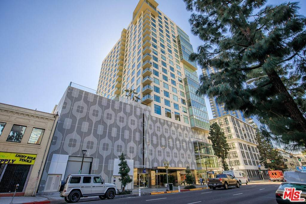 2. Residential Lease at S Grand Avenue Los Angeles, California 90015 United States