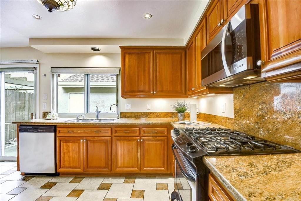 11. Residential for Sale at Falling Water Court Santa Clara, California 95054 United States