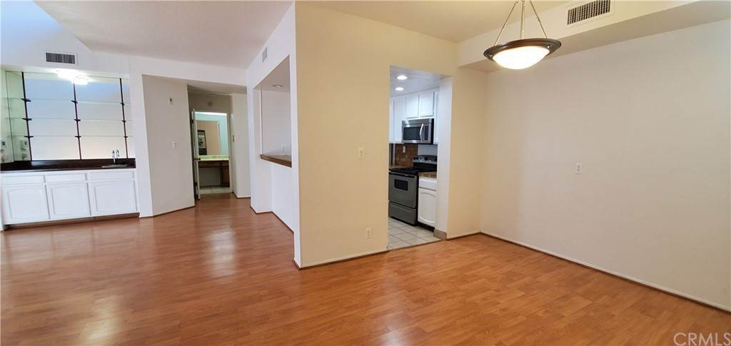9. Residential for Sale at S La Fayette Park Place Los Angeles, California 90057 United States