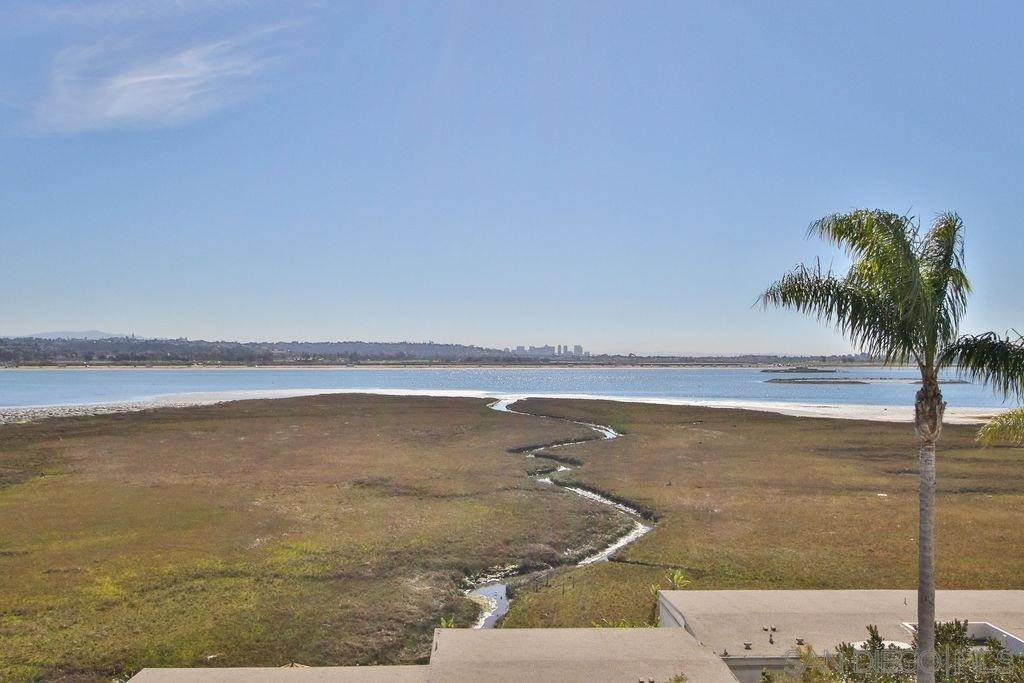 19. Residential for Sale at Crown Point Drive San Diego, California 92109 United States