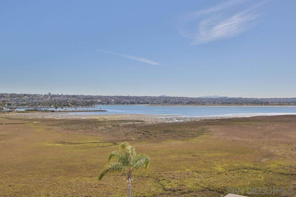 23. Residential for Sale at Crown Point Drive San Diego, California 92109 United States