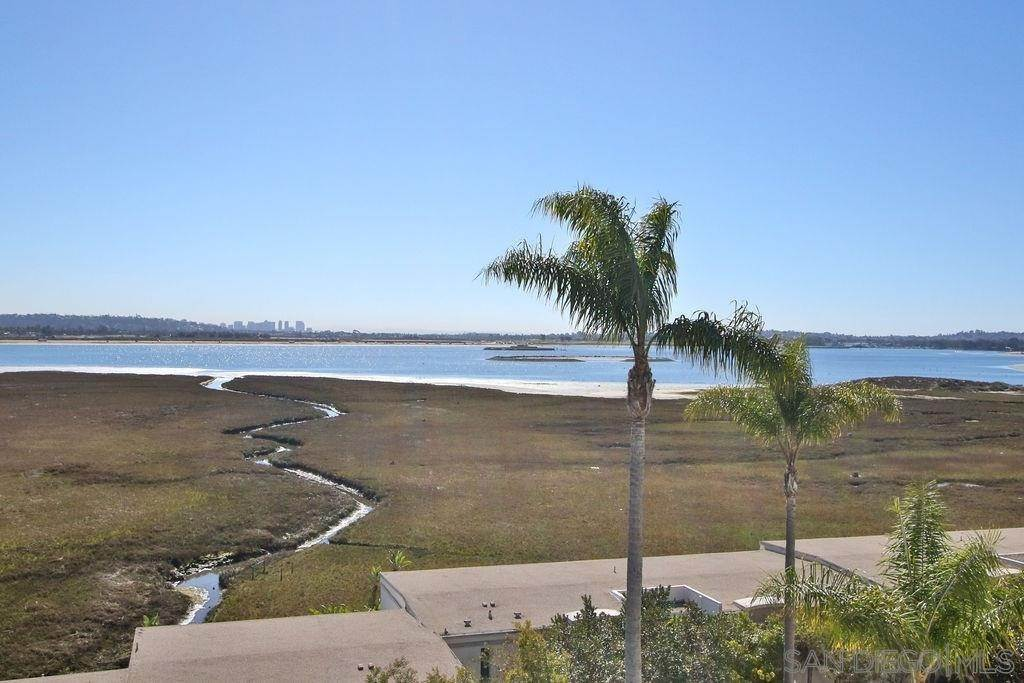 24. Residential for Sale at Crown Point Drive San Diego, California 92109 United States