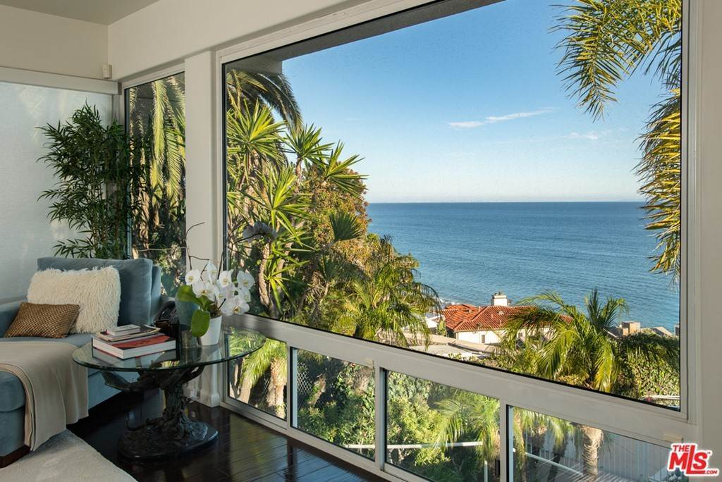 10. Residential for Sale at Pacific Coast Highway Malibu, California 90265 United States