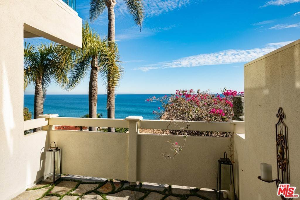 11. Residential for Sale at Pacific Coast Highway Malibu, California 90265 United States