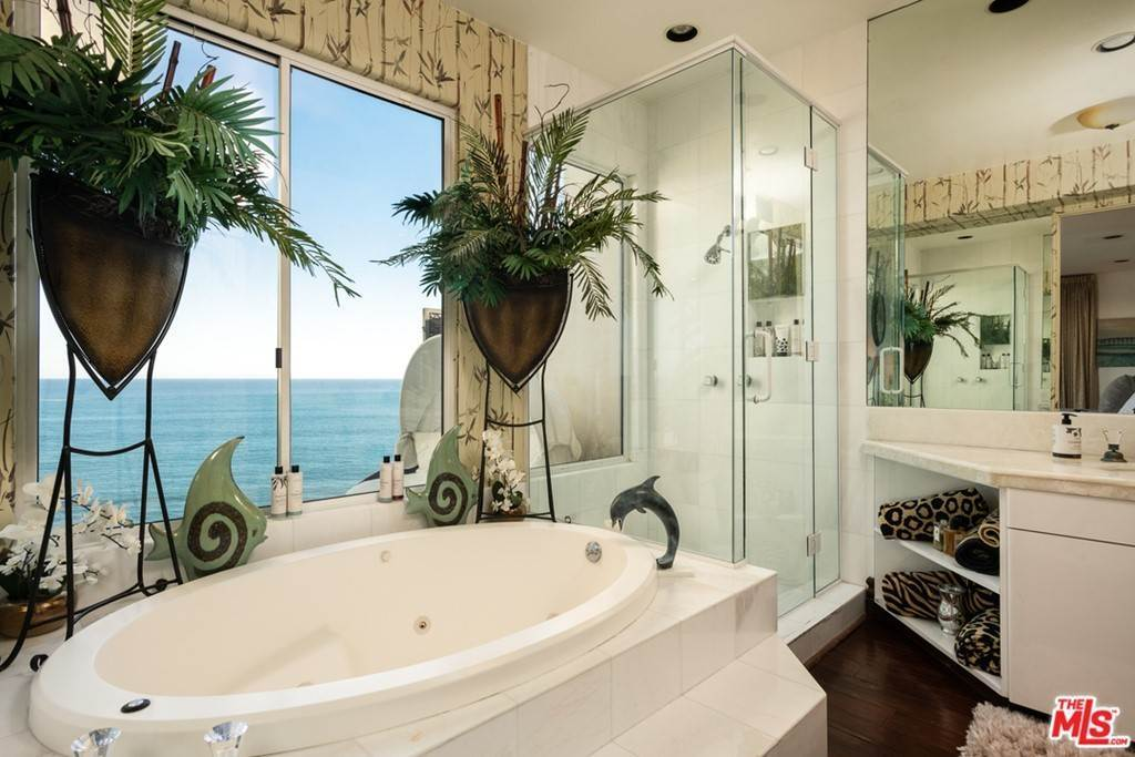 19. Residential for Sale at Pacific Coast Highway Malibu, California 90265 United States