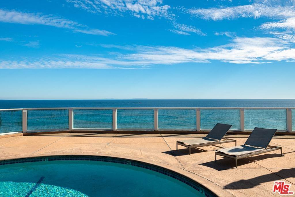 25. Residential for Sale at Pacific Coast Highway Malibu, California 90265 United States