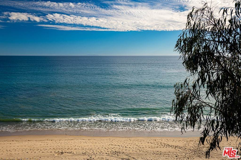 27. Residential for Sale at Pacific Coast Highway Malibu, California 90265 United States