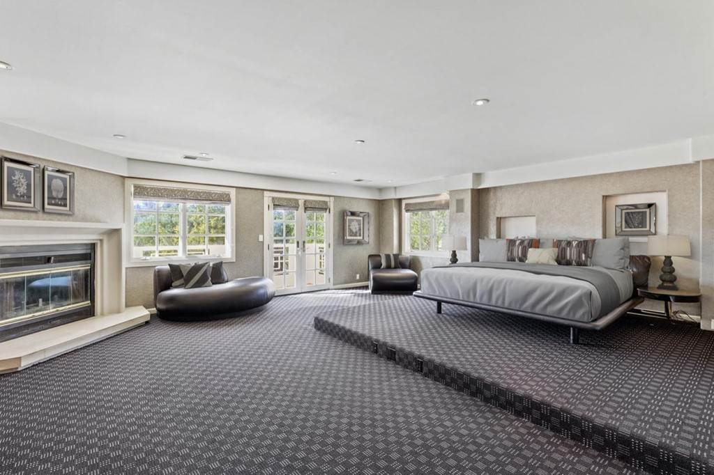 25. Residential for Sale at Boroughwood Place Hillsborough, California 94010 United States