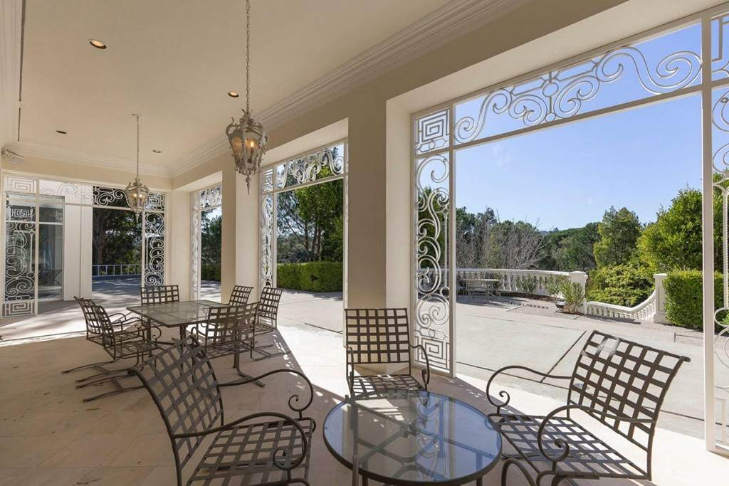 40. Residential for Sale at Boroughwood Place Hillsborough, California 94010 United States