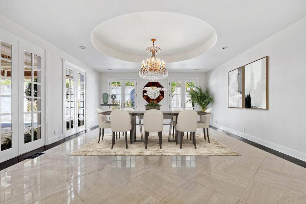 8. Residential for Sale at Boroughwood Place Hillsborough, California 94010 United States
