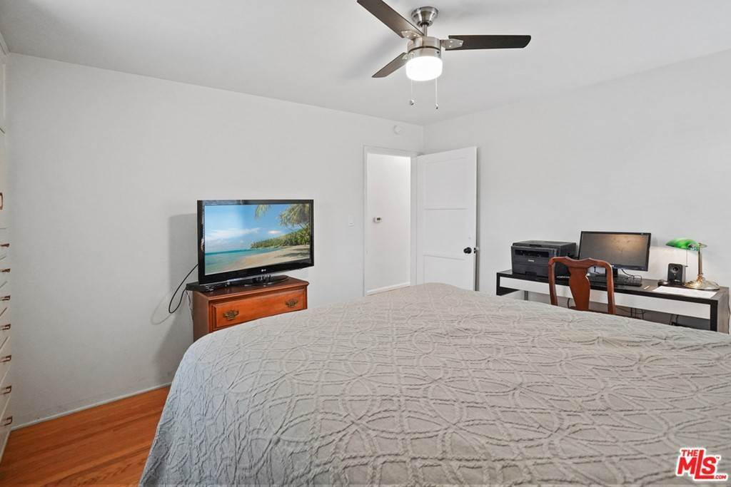 15. Residential for Sale at N Isabel Street Glendale, California 91207 United States