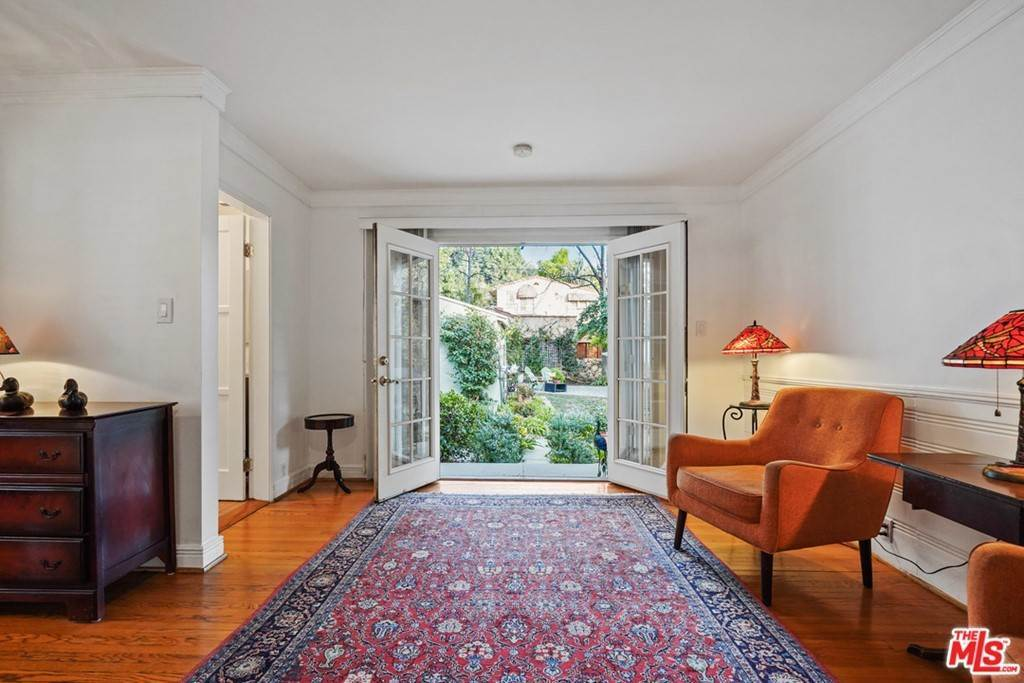 26. Residential for Sale at N Isabel Street Glendale, California 91207 United States