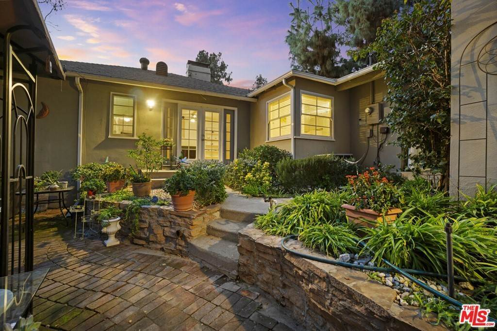 28. Residential for Sale at N Isabel Street Glendale, California 91207 United States