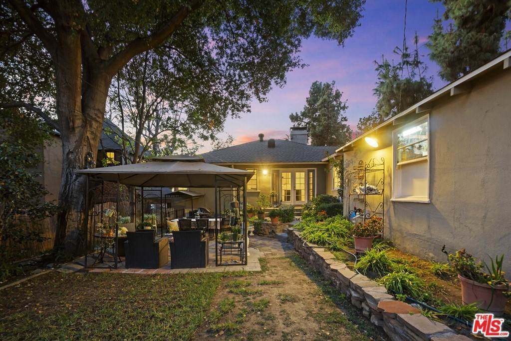 32. Residential for Sale at N Isabel Street Glendale, California 91207 United States
