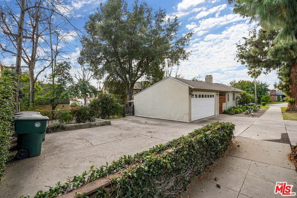 36. Residential for Sale at N Isabel Street Glendale, California 91207 United States