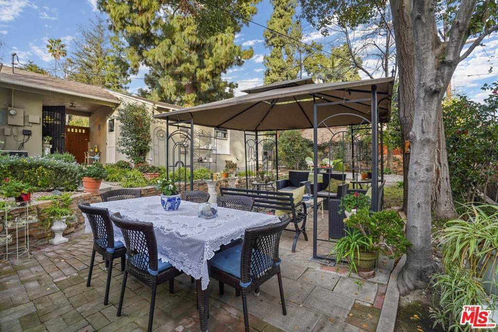 38. Residential for Sale at N Isabel Street Glendale, California 91207 United States