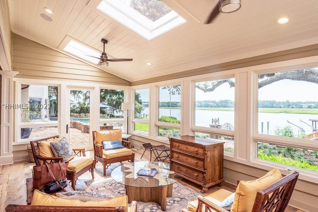 10. Single Family Homes for Sale at 2 Widewater Road Hilton Head Island, South Carolina 29926 United States