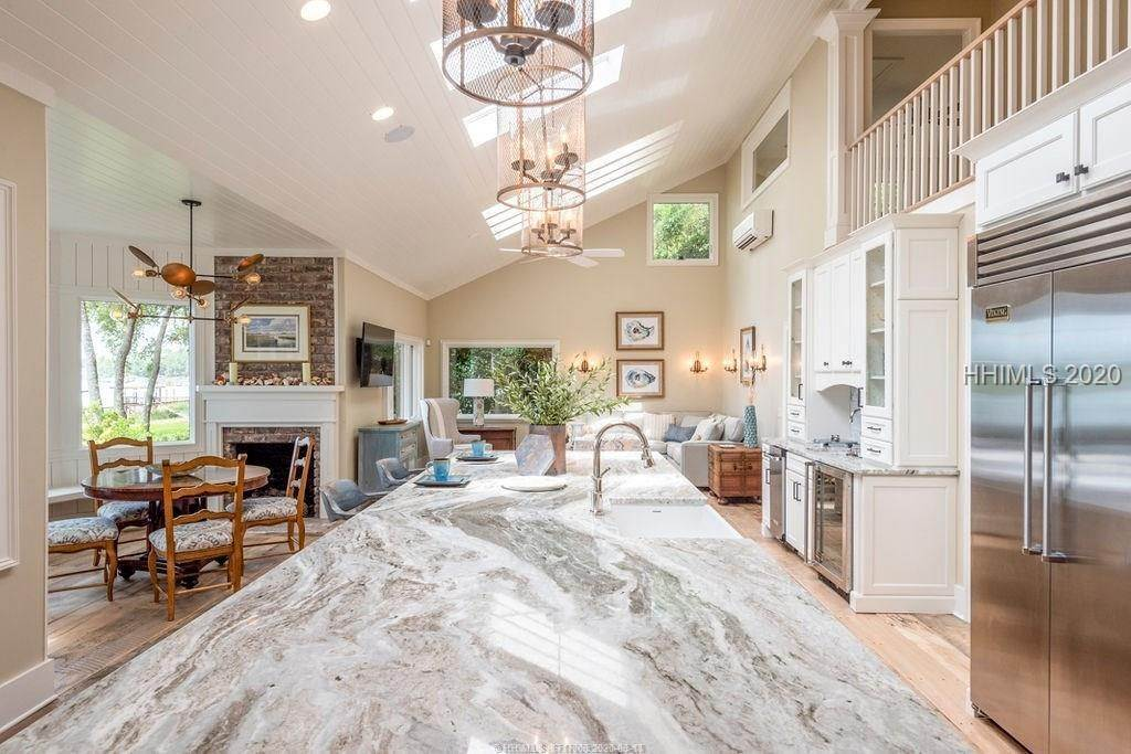 12. Single Family Homes for Sale at 2 Widewater Road Hilton Head Island, South Carolina 29926 United States