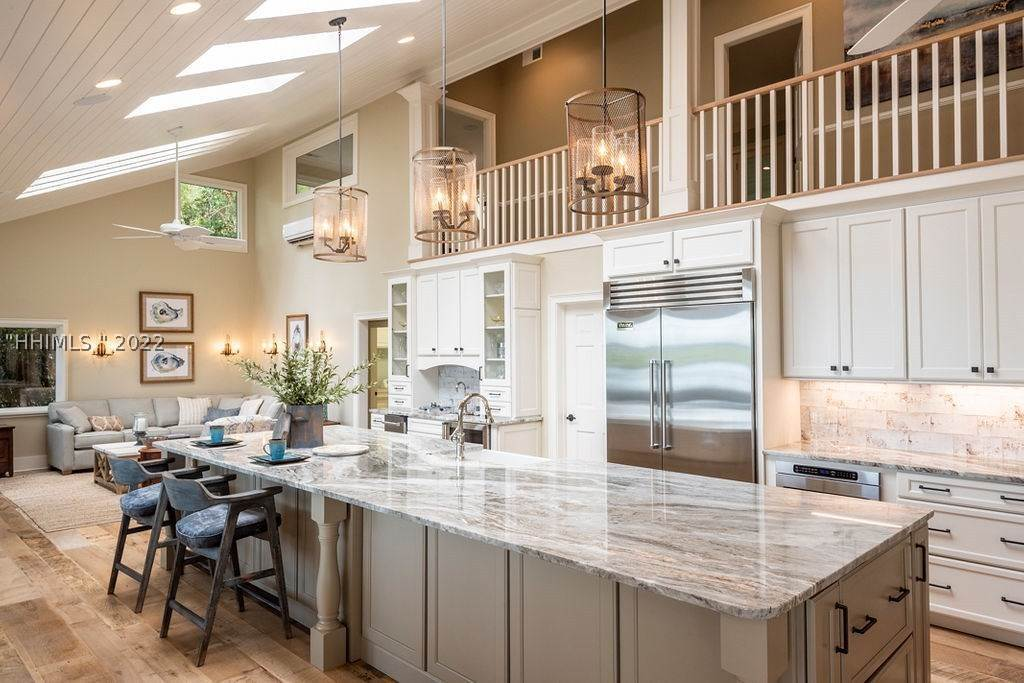 14. Single Family Homes for Sale at 2 Widewater Road Hilton Head Island, South Carolina 29926 United States