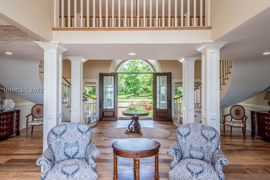 19. Single Family Homes for Sale at 2 Widewater Road Hilton Head Island, South Carolina 29926 United States